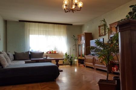 Belišće, kuća katnica, odlična lokacija, površine 239 m2
